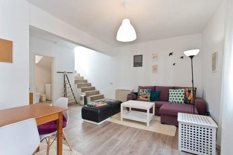 Decoração simples para casa branca com almofadas coloridas para sofá de canto Foto habitissimo