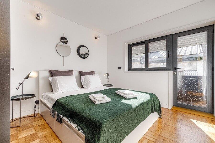 Decoração simples para quarto de casal branco Foto habitissimo