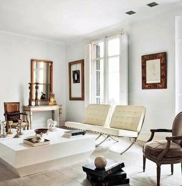 Decore a sala de estar com poltrona barcelona cromada branca