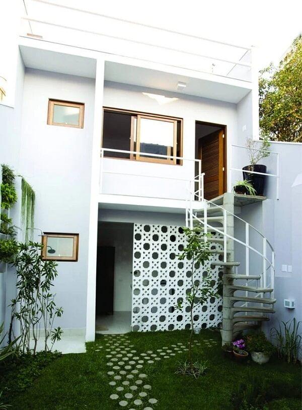 Explore a funcionalidade do cobogó na casa sobrado pequena