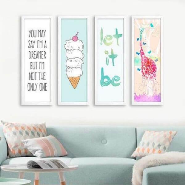 Invista em placas decorativas coloridas para sala