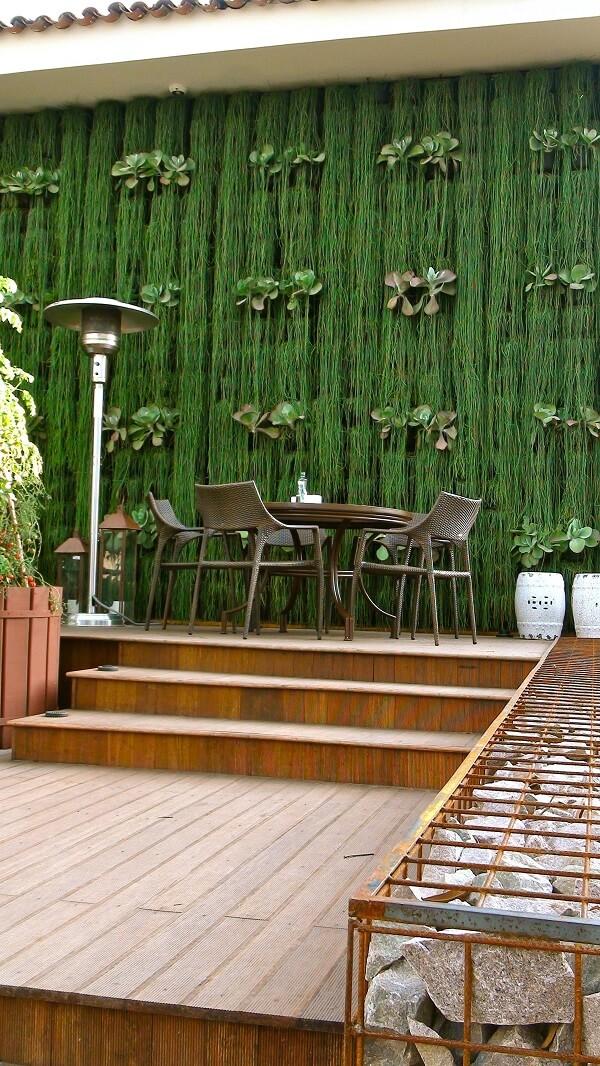 Mescle diferentes espécies nos muros decorados com plantas