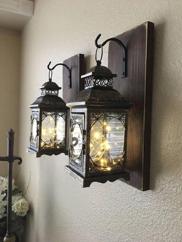Modelo de arandela de madeira para parede com design estilo lamparina