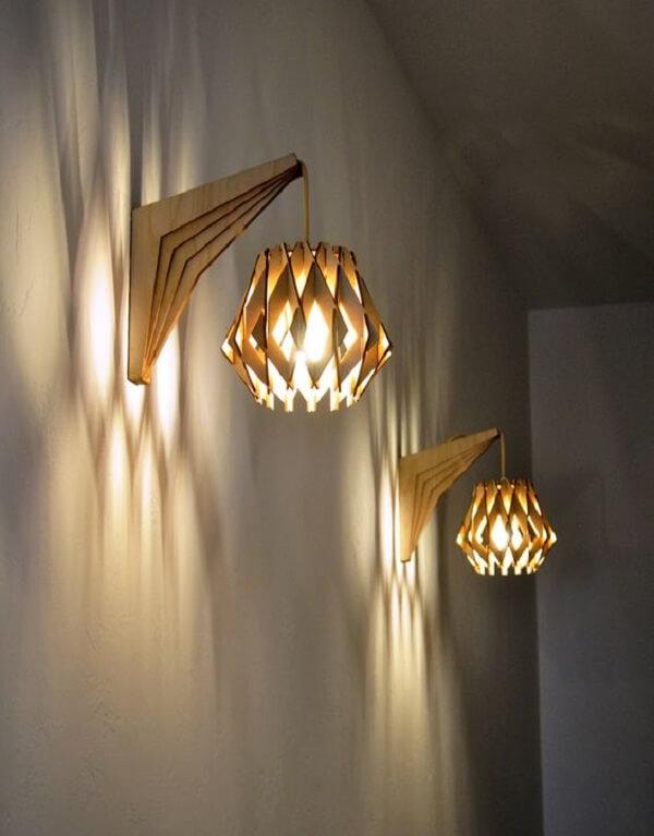 Modelo de arandela de parede de madeira com design engenhoso