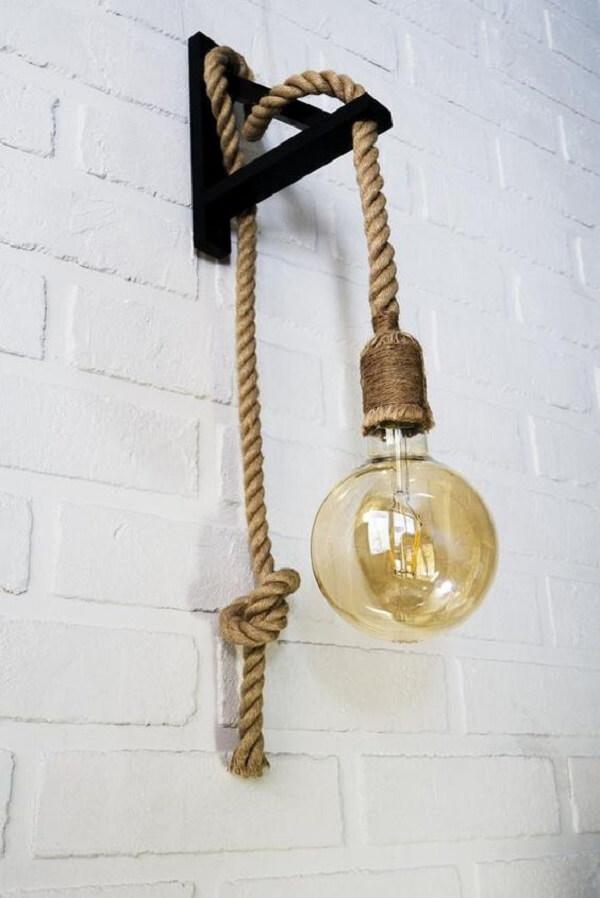 Modelo de arandela rústica com estrutura de corda