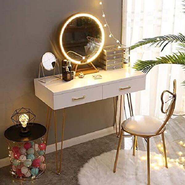 Modelo de espelho de mesa com led com formato delicado