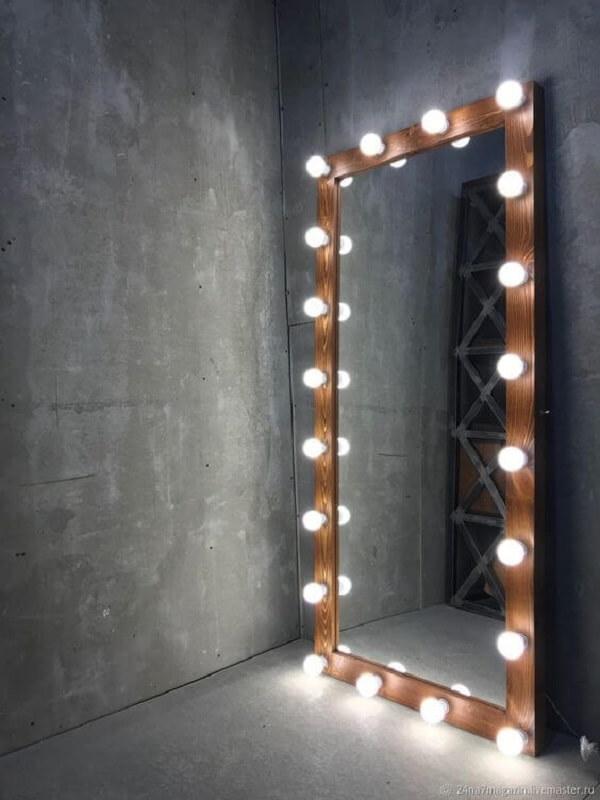 Modelo de espelho grande com led