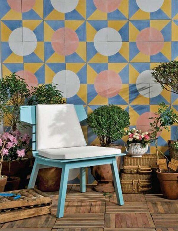 Muro de quintal decorado colorido