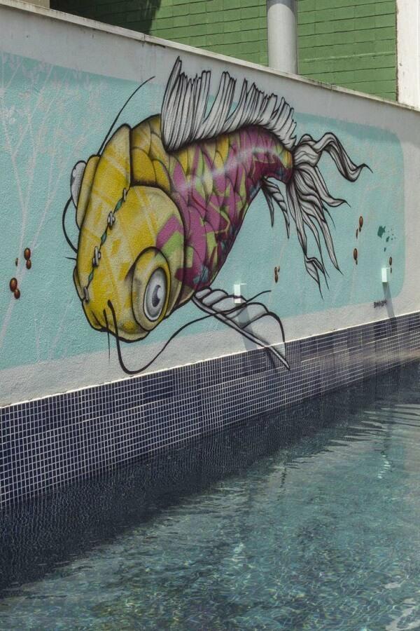 Muros decorados com desenhos amplos trazem beleza ao ambiente