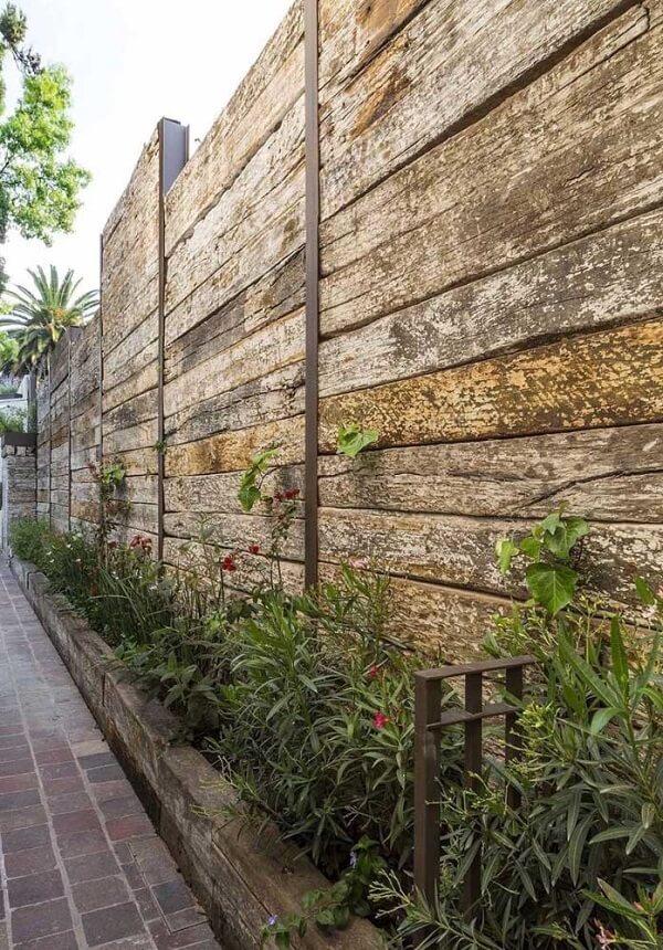 Muros decorados com em madeira rústica