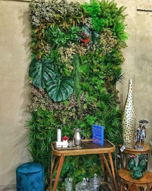 Muros decorados com plantas trazem um toque especial para esse ambiente