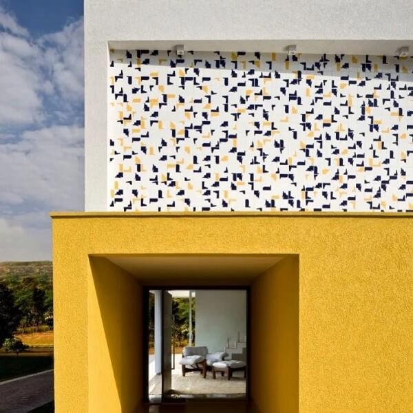 Muros decorados com textura são ótimas para fachadas de casas