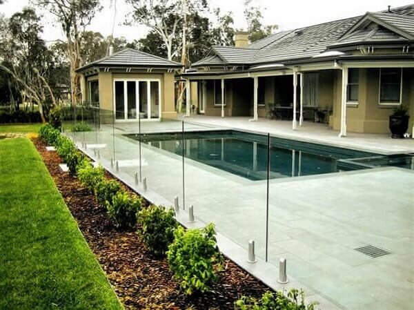 Muros decorados feitos com vidro para a área da piscin