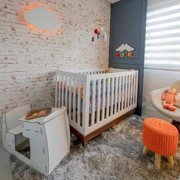 O tapete shaggy é perfeito para acomodar as crianças durante a brincadeira