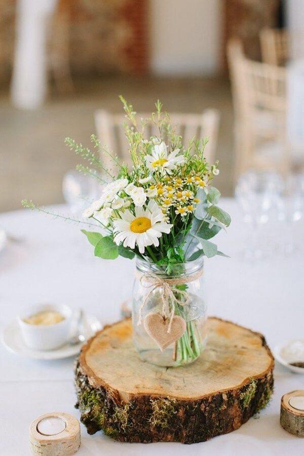 O vaso de margarida é muito usado em casamentos rústicos