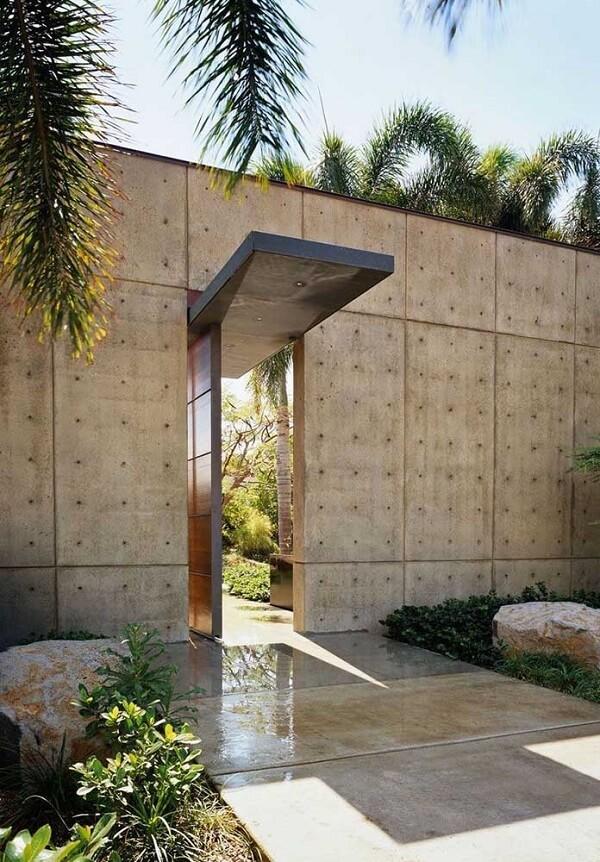 Para uma fachada mais sofisticada opte por muros decorados com placas de concreto
