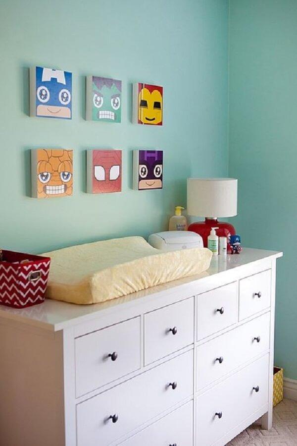 Placas decorativas em MDF decoram o quarto do bebê