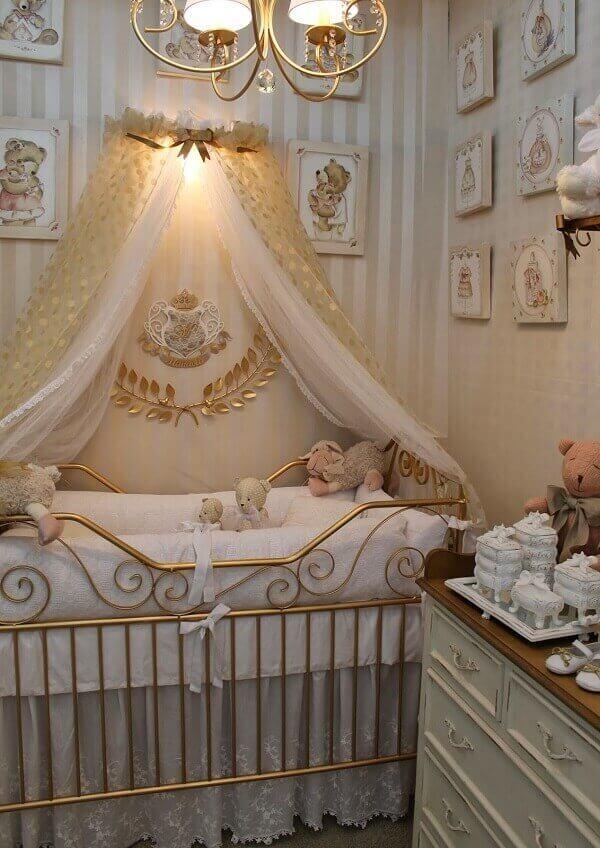 Placas decorativas infantil em MDF decoram o quarto de bebê com temática de urso