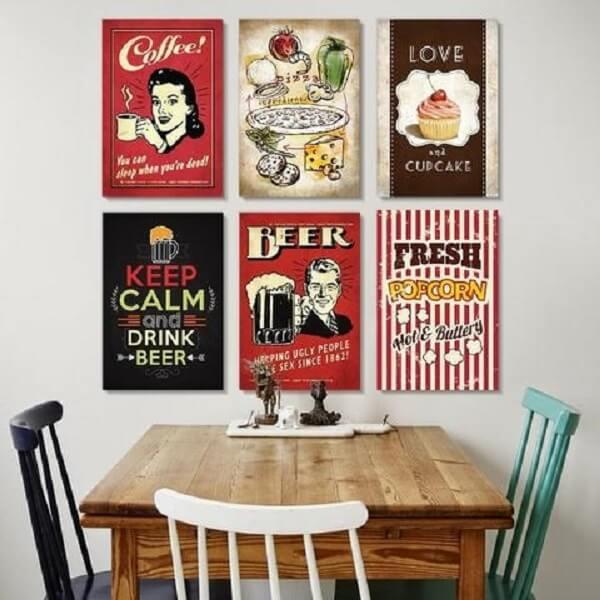 Placas retrô decoram com estilo a sala de jantar