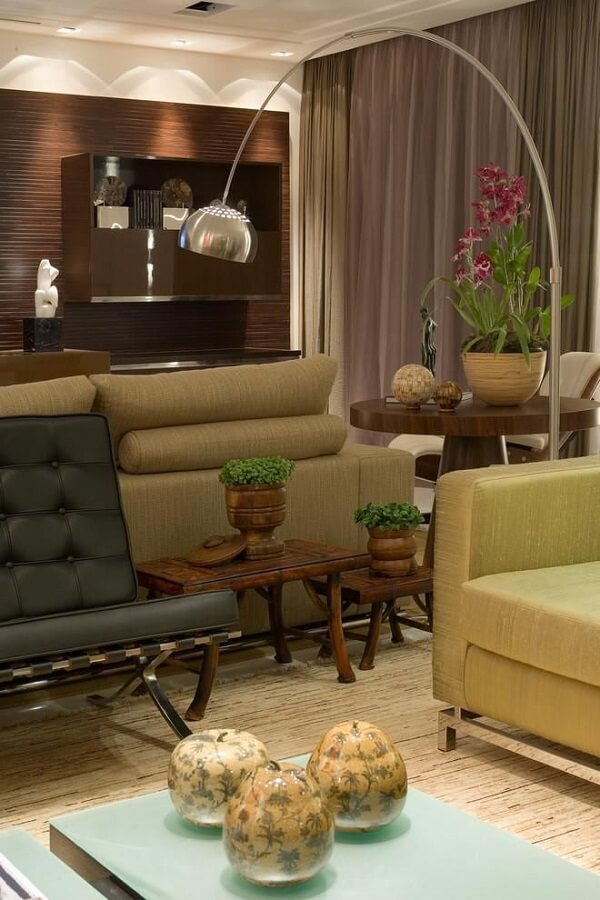 Sala de estar com poltrona barcelona preta