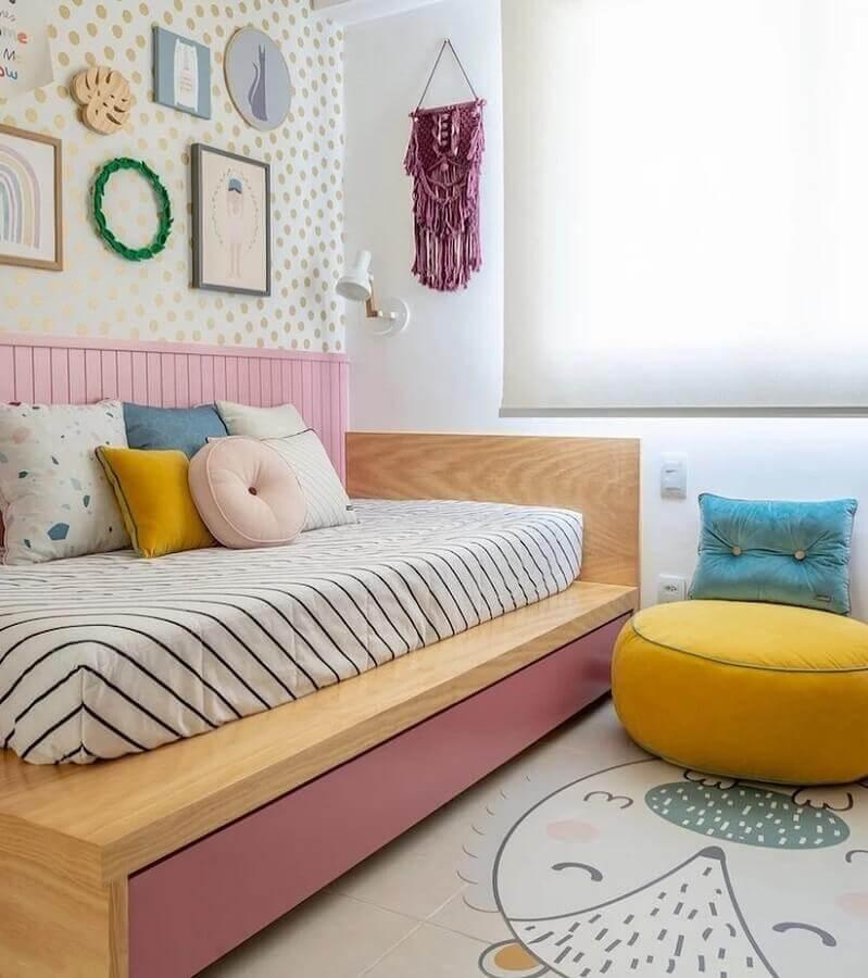 almofadas e puff colorido para quarto infantil Foto Na Toca