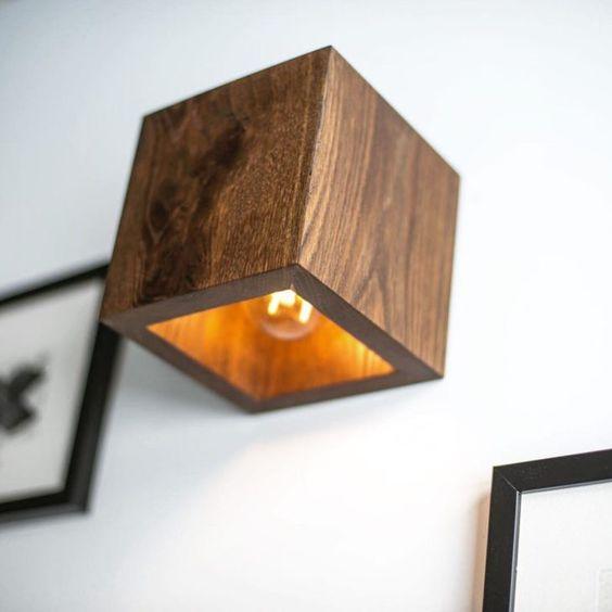 Arandela rústica de madeira quadrada