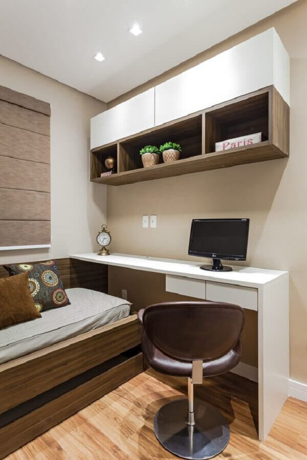 armário aéreo para decoração de quarto de solteiro com escrivaninha Foto Rúbia M. Vieira Interiores