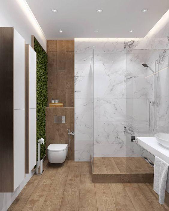 Banheiro amadeirado com mármore