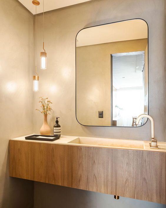 Banheiro amadeirado com pia