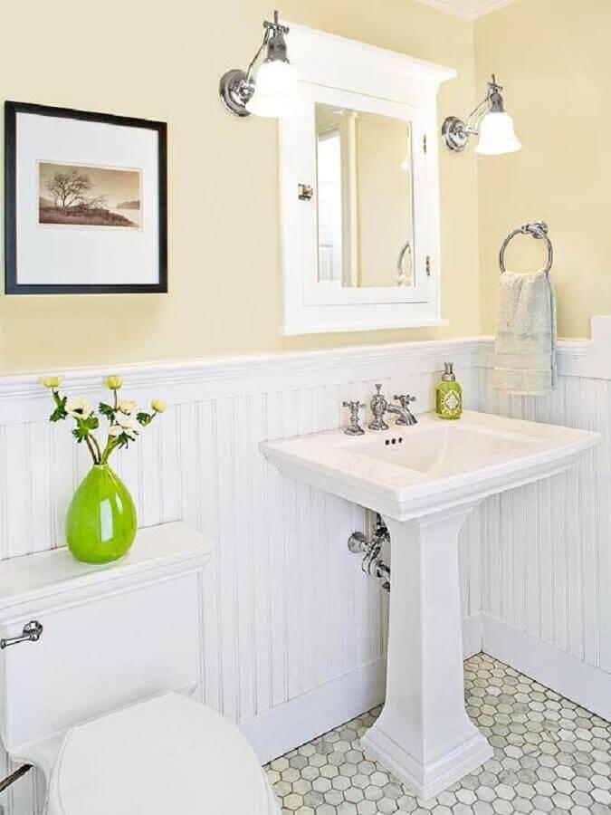 banheiro simples decorado com estilo vintage Foto Better Homes and Gardens