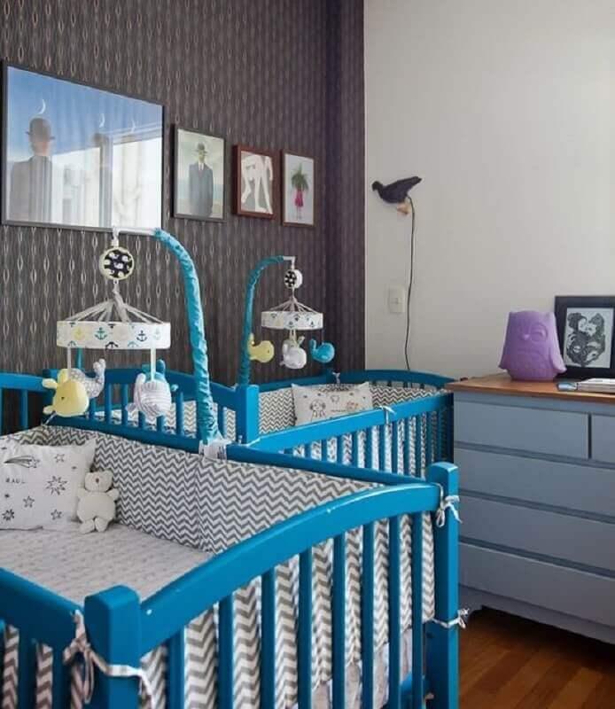 berço azul turquesa para decoração de quarto de bebê gêmeos Foto Histórias de Casa