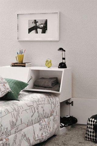 A cabeceira com baú é ótima para guardar roupa de cama