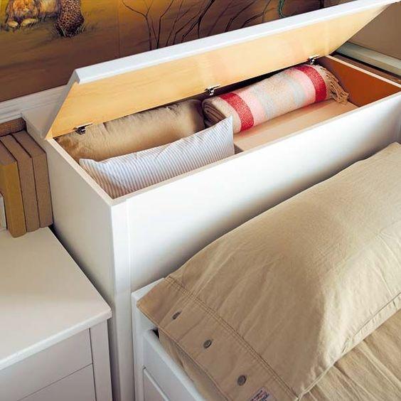 Cabeceira com baú para cobertores