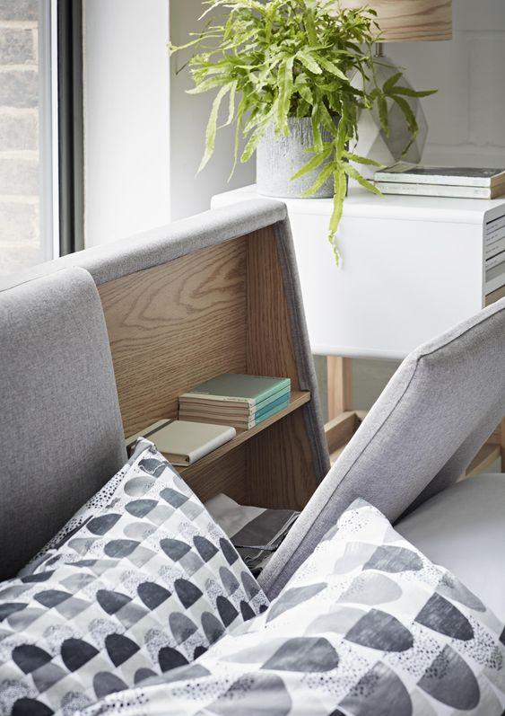 Cabeceira com baú para guardar livros