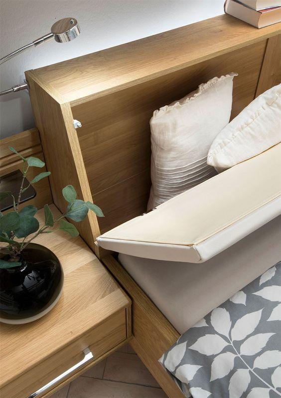 Cabeceira com baú para guardar roupa de cama e travesseiros