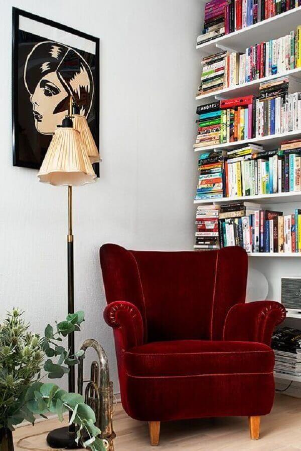 cantinho de leitura simples decorado com poltrona para leitura clássica vinho Foto Bloglovin'