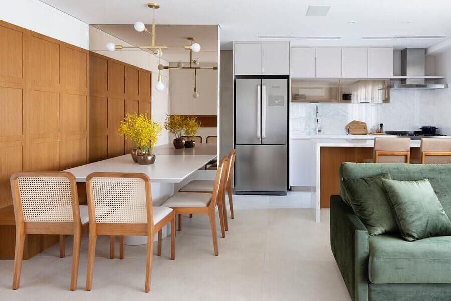 casa conceito aberto decorada com parede espelhada para sala de jantar Foto Pinterest