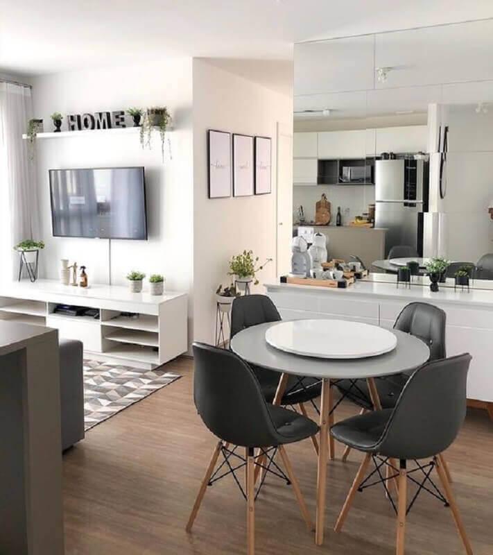 casa pequena conceito aberto cinza e branca Foto Muito Chique