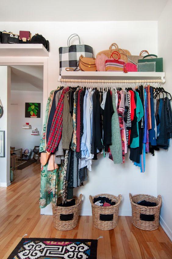As prateleiras são lindas para usar no seu closet
