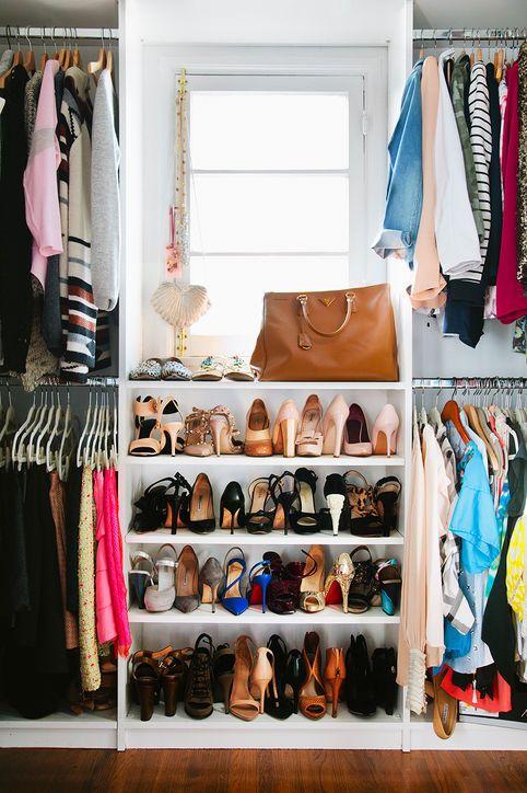 Aproveite para fazer uma sapateira no seu closet