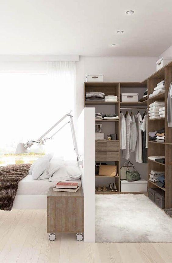 Que tal fazer um closet atrás da cama