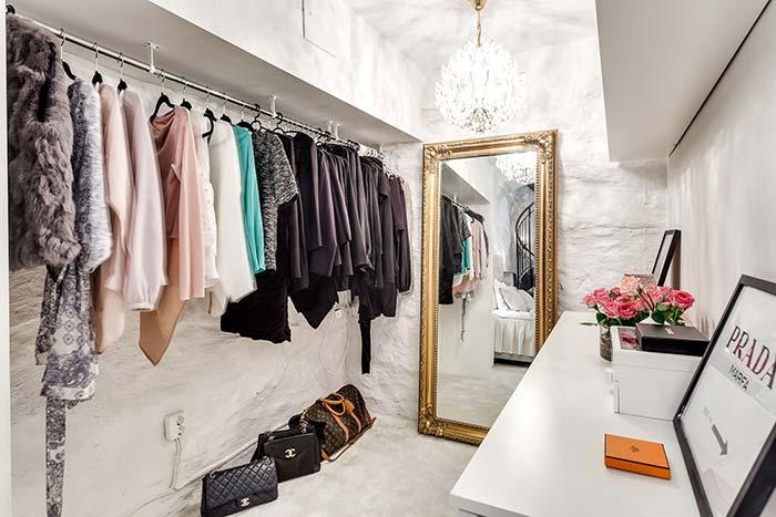 Coloque um espelho grande perto do closet