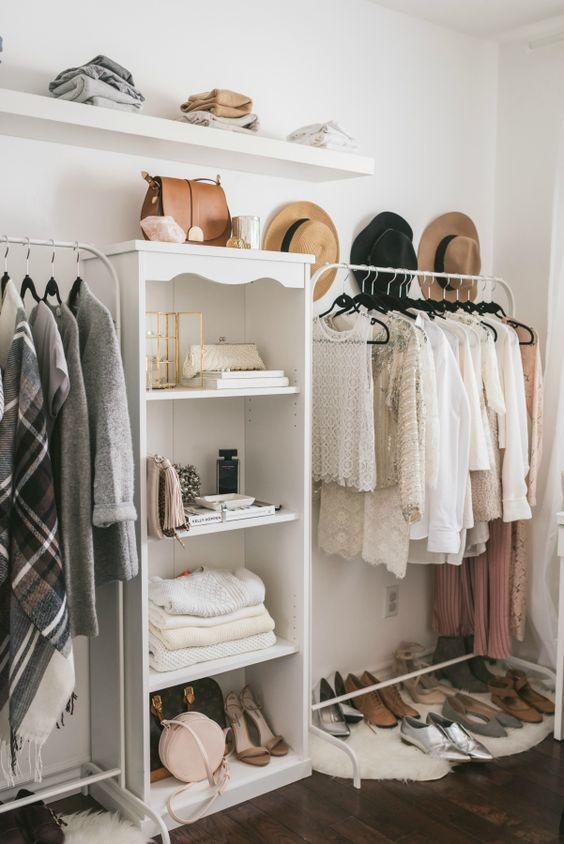 Closet simples no quarto pequeno