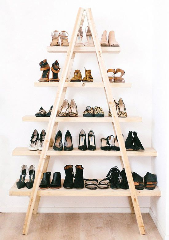 As estantes também podem ajudar a fazer um closet lindo
