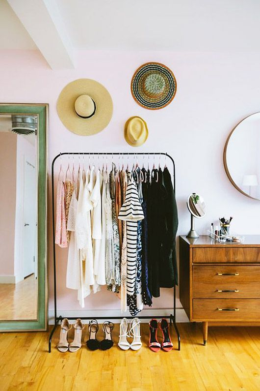Quarto com closet simples