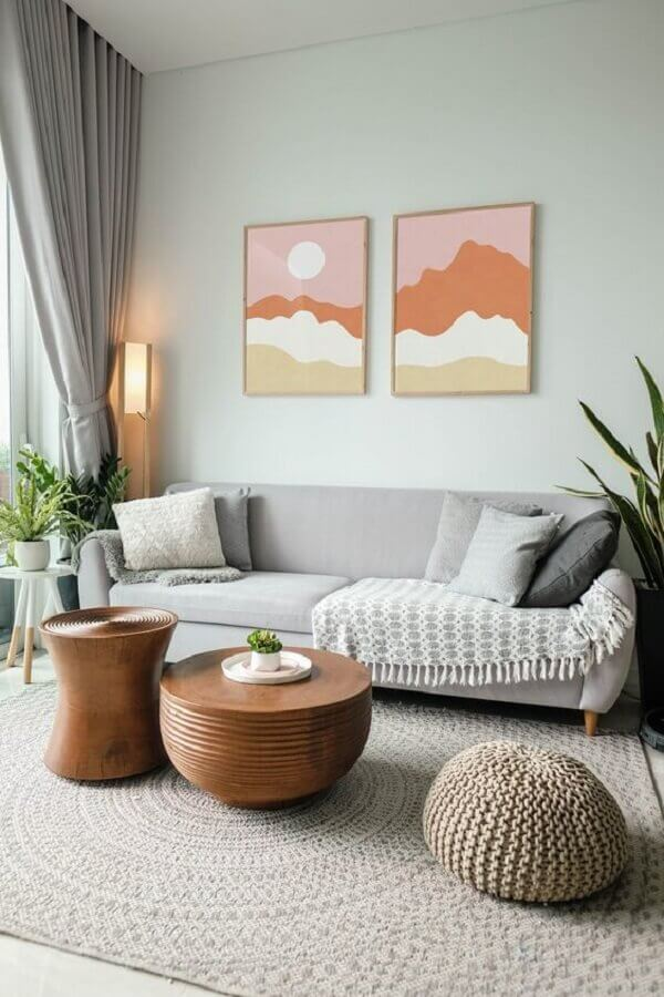 cores claras para sala cinza decorada com quadros coloridos Foto Etsy