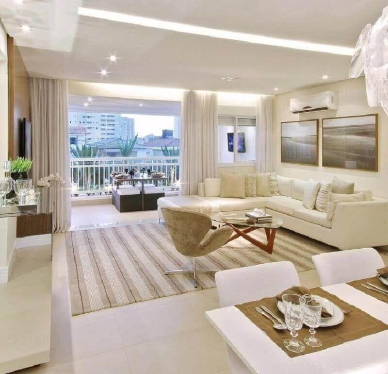 cores claras para sala de estar decorada com tapete listrado Foto Pinterest