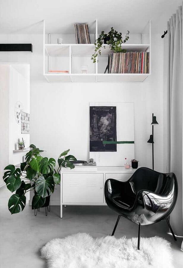 cores claras para sala decorada com poltrona preta Foto Casa de Valentina