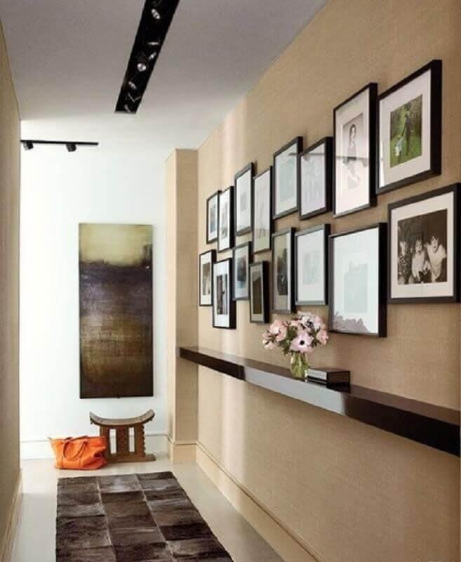 cores neutras para  decoração com quadros para corredor Foto Architectural Digest