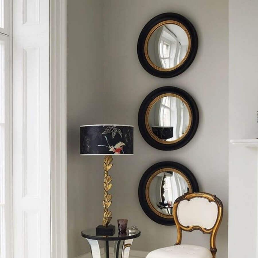 decoração clássica com espelho com moldura preta redonda Foto Pinterest